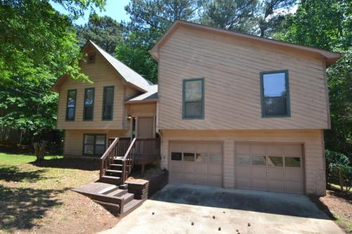3040 Clearwater Drive Photo 1