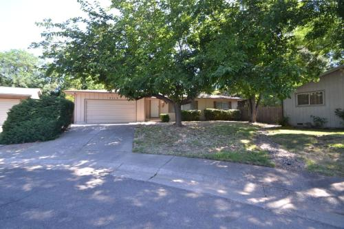 8225 Busby Court Photo 1