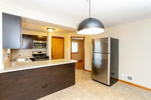5245 S Narragansett Avenue Photo 1