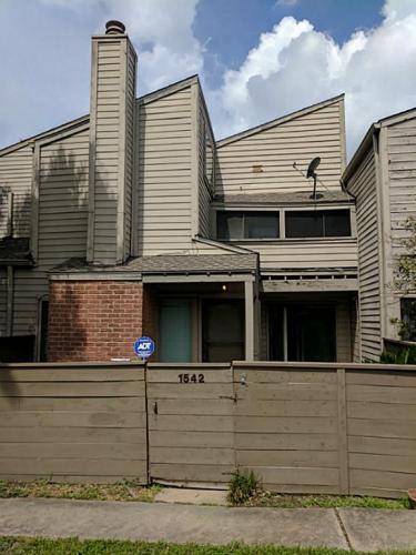 1542 Prairie Grove Dr Photo 1