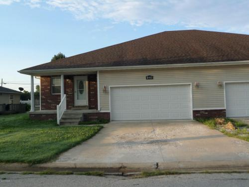 910 Briarview Photo 1
