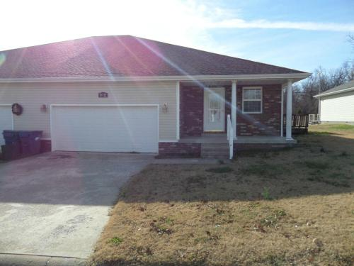 912 Briarview Drive Photo 1