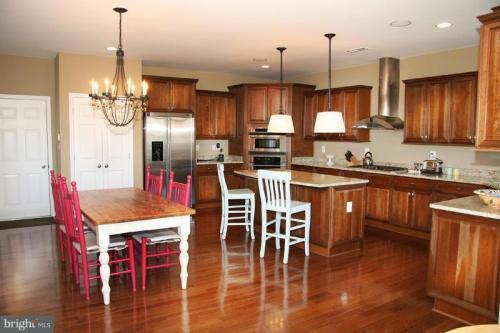 6910 Granite Ridge Court Photo 1