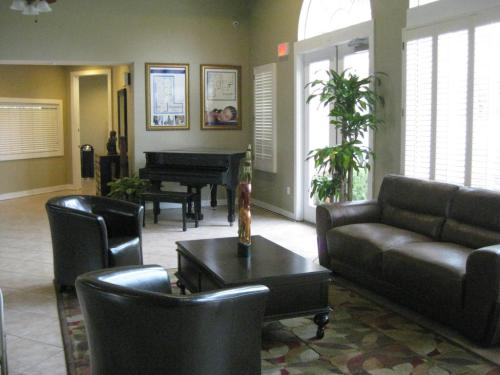 1067 The Pointe Drive Photo 1
