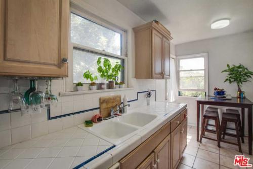 708 N Mccadden Place Photo 1