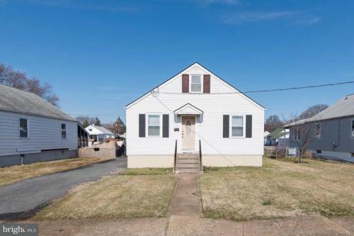 914 Woodlynn Road Photo 1