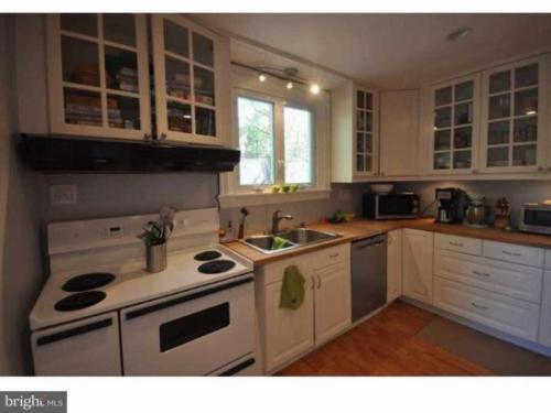 6459 Woodcrest Avenue Photo 1