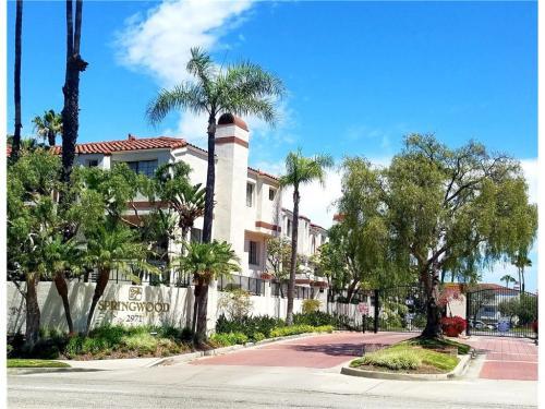 2971 Plaza Del Amo Photo 1