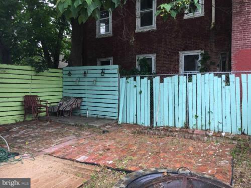 2205 W Thompson Street Photo 1