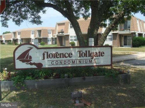 16-7 Florence Tollgate Place Photo 1