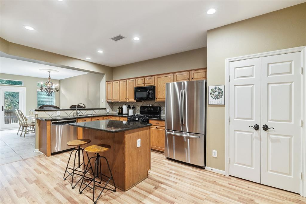190 N Valley Oaks Circle The Woodlands Tx 77382 Hotpads