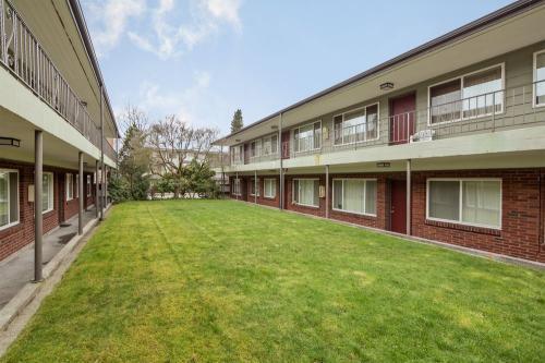 Monterey Apartments Photo 1
