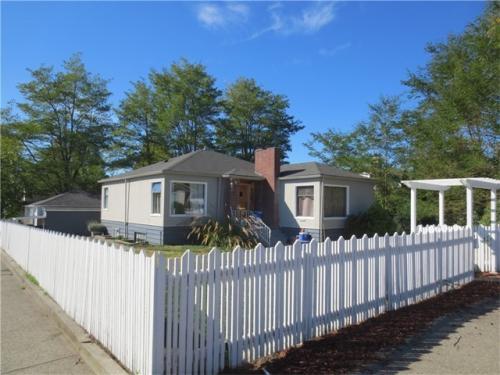 9205 Wallingford Avenue N Photo 1