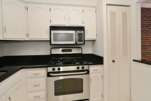 644 W Arlington Place Photo 1