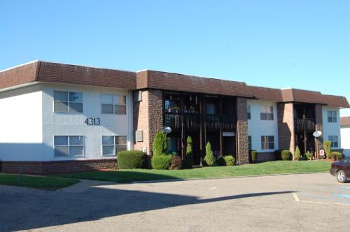 4313 Earl Drive #B3 Photo 1