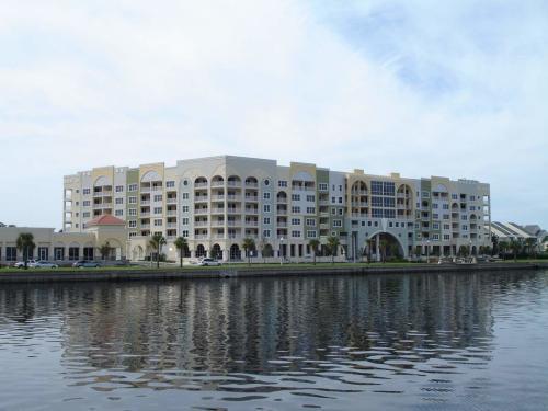 225 W Seminole Boulevard Photo 1