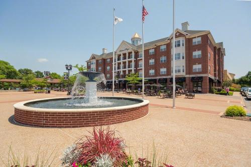 Kirkwood Station Plaza Apartments Photo 1
