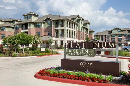 Platinum Lakeline Photo 1