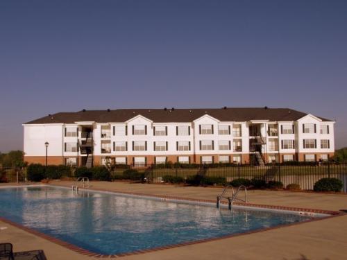Windsor Lake Apartments Photo 1