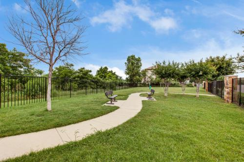 Lakeside Villas Photo 1