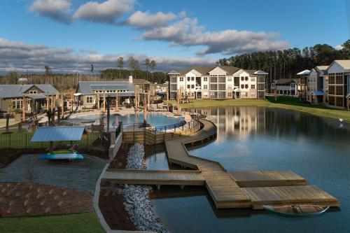 One Hampton Lake Photo 1