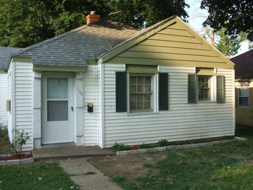 Decatur, IL 62526. Home For Rent · 1153 W King Photo 1