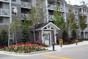 River Oaks Apartments Photo 1