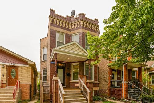 3927 N St Louis Avenue #1 Photo 1