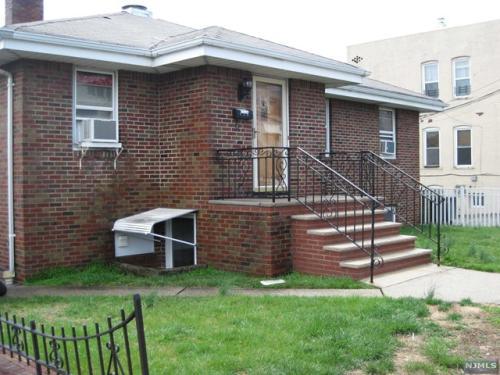 154 Farnham Avenue Photo 1