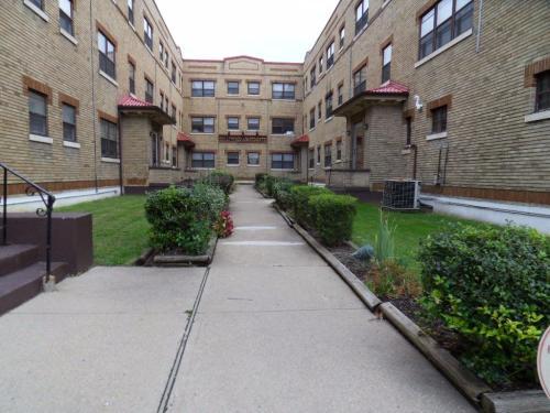 5818 Hamilton Avenue Photo 1