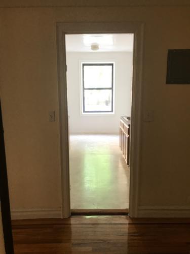 2086 Bronx Park E Photo 1
