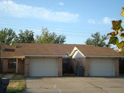 4814 NW Motif Manor #A Photo 1