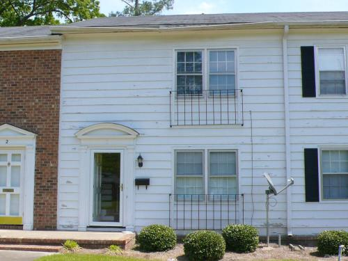 2 bed, $595 3 Photo 1