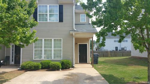 3 bed, $925 Photo 1