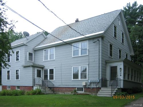 608 Middle St ME Photo 1