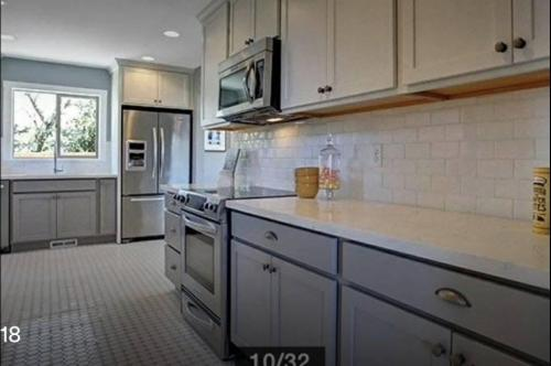 9019 NE Hoyt Street Photo 1