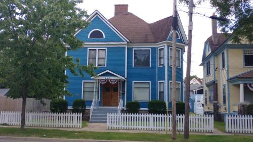 721 S Rose Street #1 Photo 1