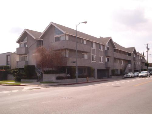 13610 Moorpark Street #107 Photo 1