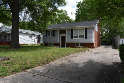 1023 Holmes Street Photo 1