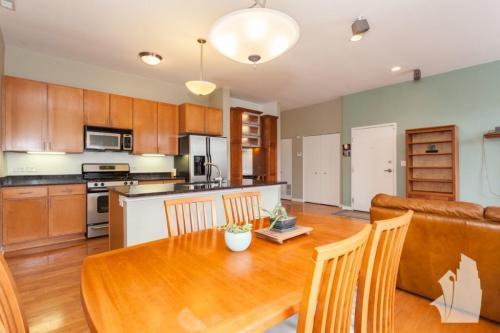 3735 N Wolcott Avenue Photo 1