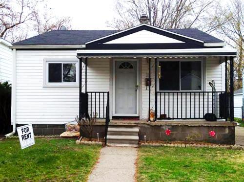 332 E Maxlow Avenue Photo 1