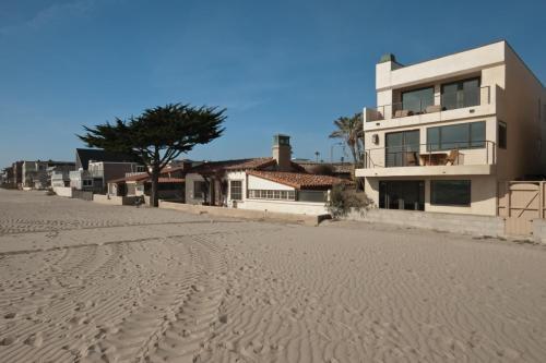 3113 Ocean Drive Photo 1