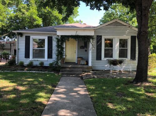 4357 Woodcrest Lane Photo 1
