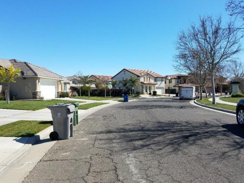 2504 N Fallbrook Drive Photo 1