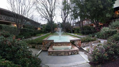 752 University Avenue Photo 1