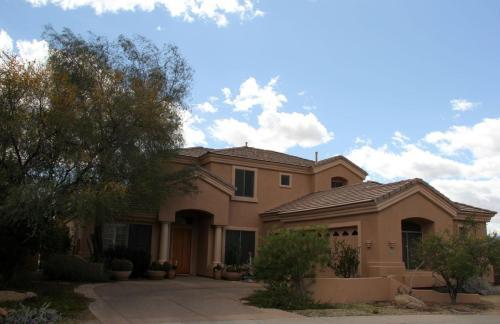 533 W Desert Flower Lane Photo 1