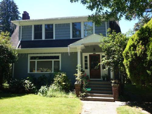 2617 Franklin Avenue E Photo 1