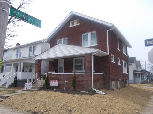 985 Carpenter Street Photo 1