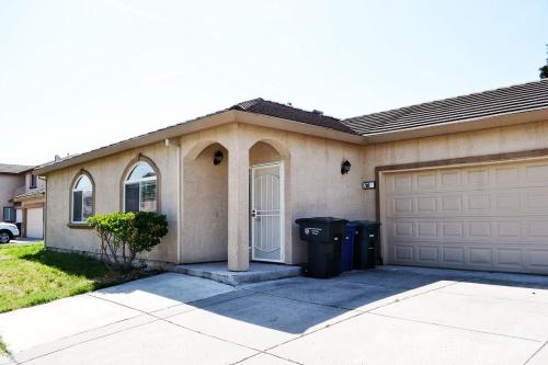 7240 Desi Way Photo 1
