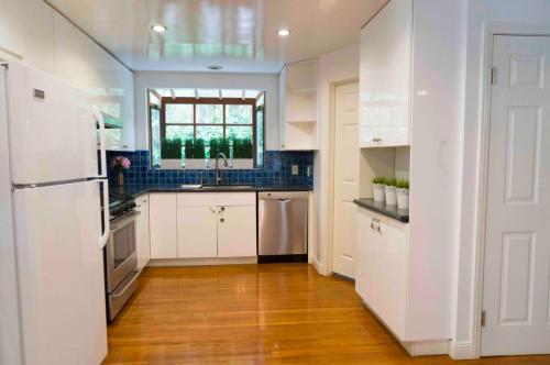 221 S Lucerne Boulevard Photo 1